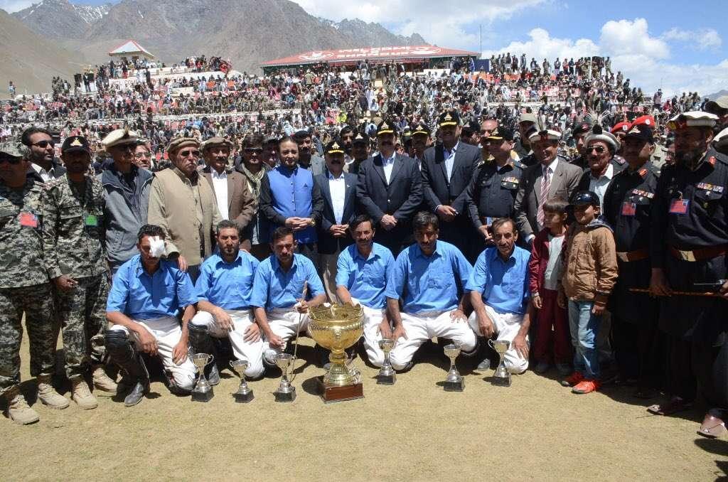 COAS Raheel Sharif with Gilgit and Chitral polo teams